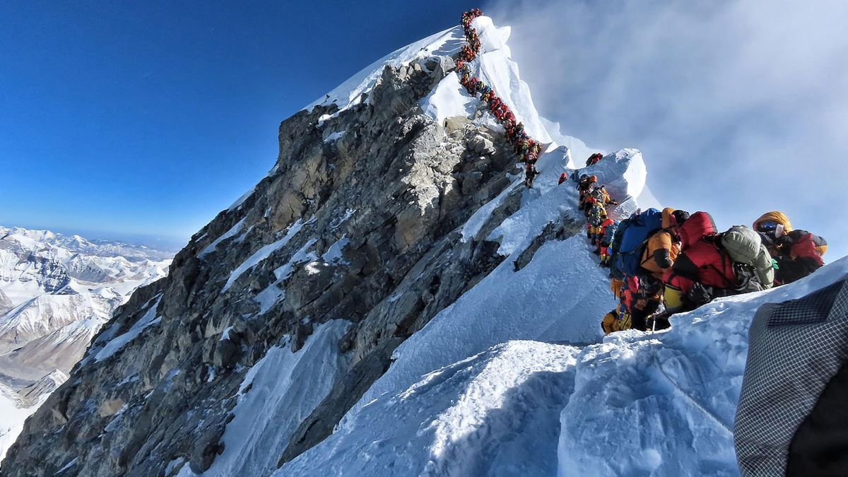 Everest mountaineer warned of overcrowding before dying on climb