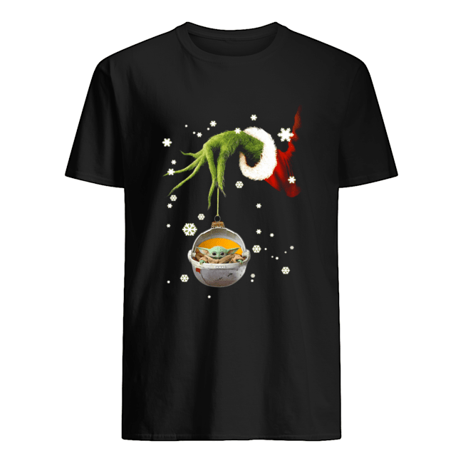 Grinch hand holding Baby Yoda christmas Classic Men's T-shirt