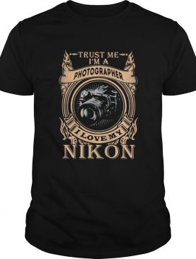 Trust me im a photographer i love my nikon shirt